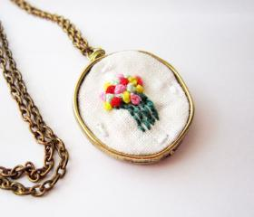 Hand embroidered flower necklace, french knots multicolor floral pendant, flower bouquet, cute jewelry, vintage style necklace